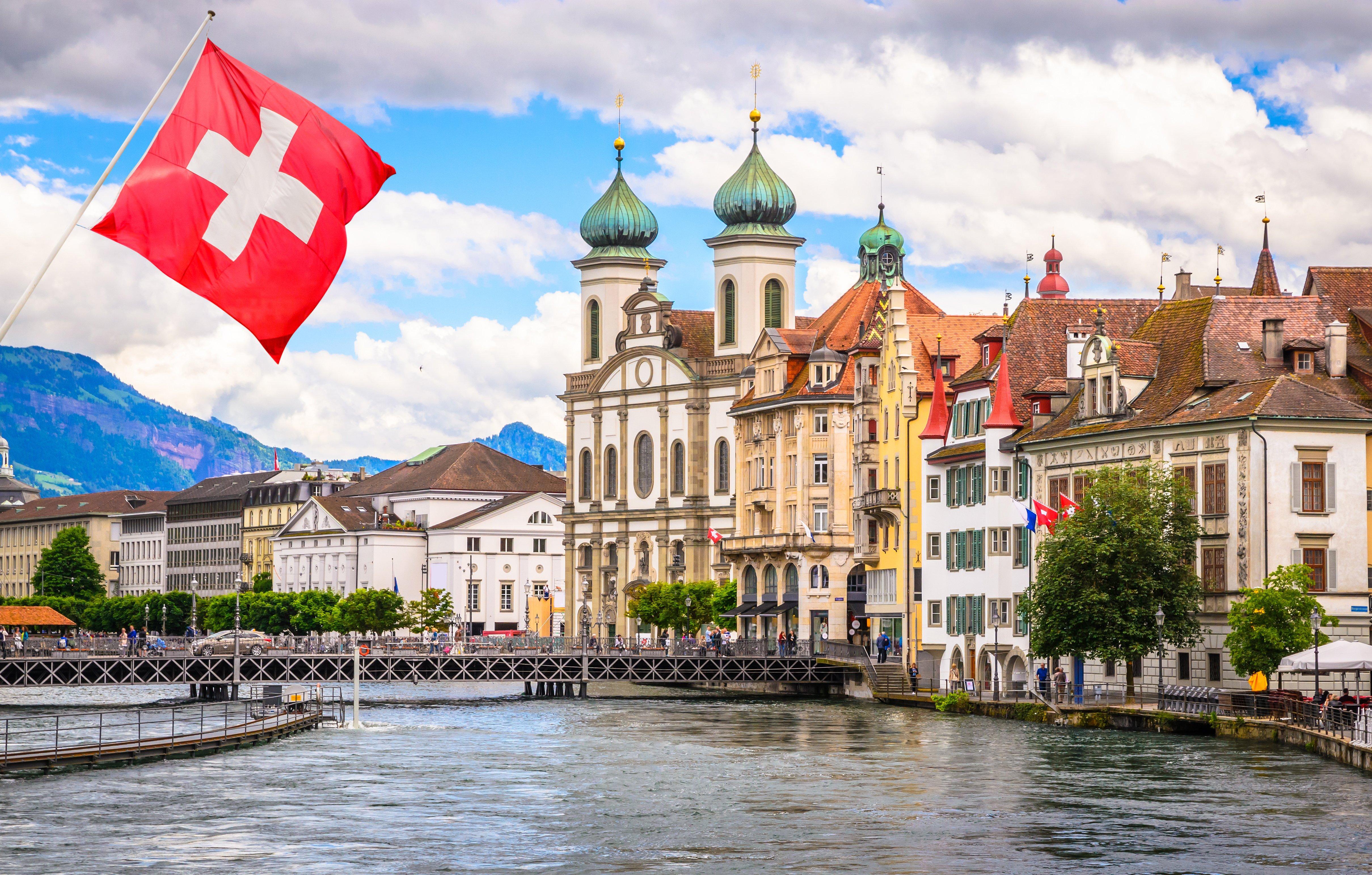 Ελβετία: Ο αριθμός των διανυκτερεύσεων σε ελβετικά ξενοδοχεία μειώθηκε 26% κατά τη διάρκεια του χειμώνα   Forin.gr